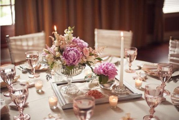 Okragły stół, szampan, złoto i róż