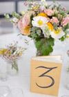 Numery stołów w stylu vintage {na książkach}