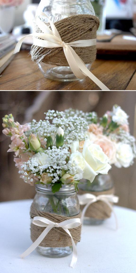 Aranżacja ślubna ze słoikami oplatanymi sznurkiem