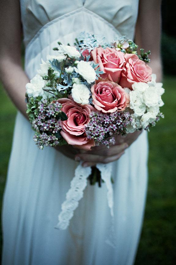 Szałowy bukiet ślubny z róż