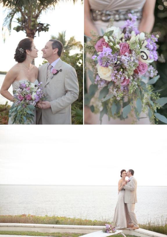 Para Młoda z Pięknym Fioletowo Różowym Bukietem Ślubnym