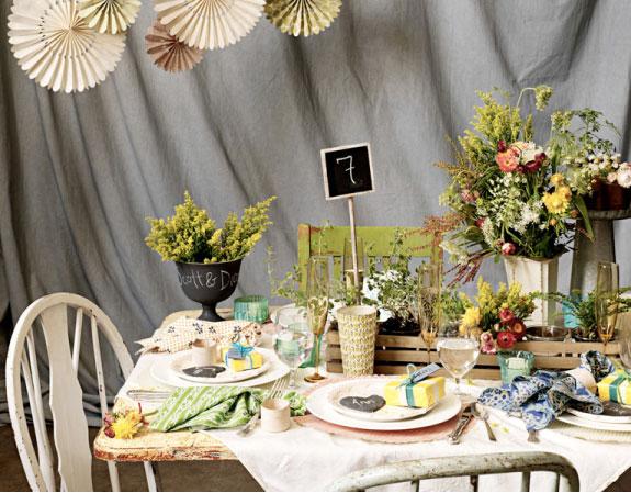 aranżacja stołów w stylu ogrodowym, zielenie, żółcie,