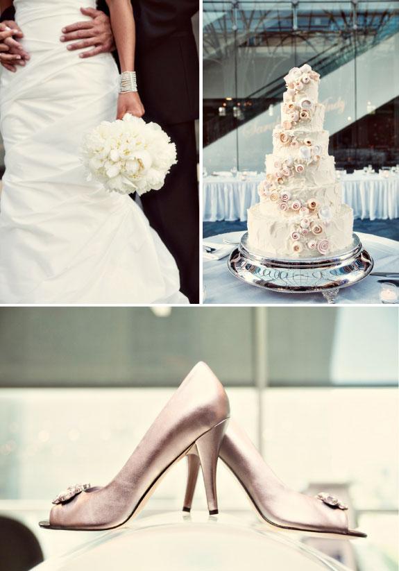 Piękny Biały Piętrowy Tort Zdobiony Kwiatami