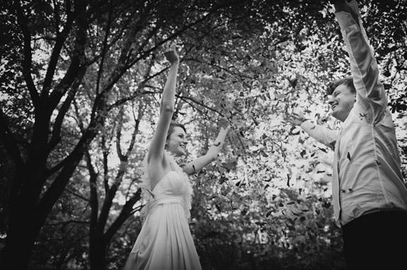 Czarno Białe Zdjęcie z Pleneru pod Drzewami