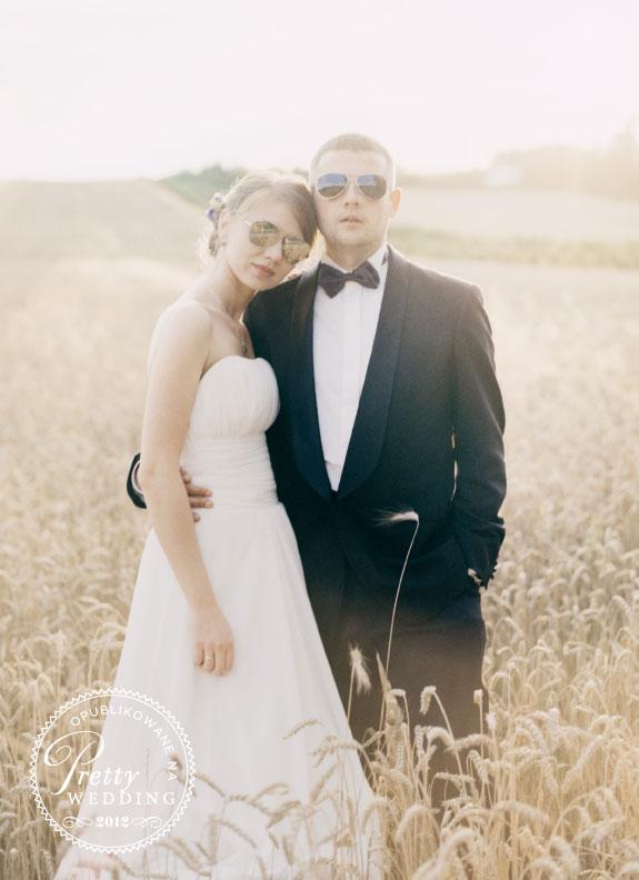 Magiczne zdjęcie ślubne w okularach słoneczych