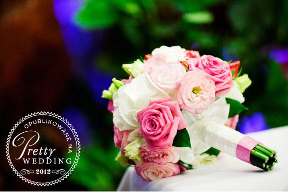 Biało różowy bukiet z róż dla Panny Młodej