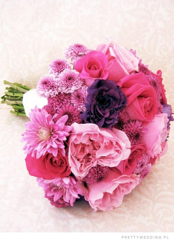 Różowy bukiet z chryzantem i róż
