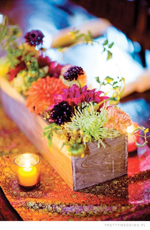 Romantyczna jesienna stylizacja z chryzantem na wesele