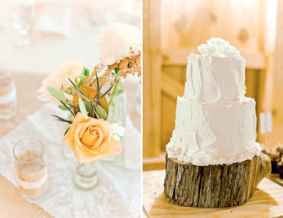 Nietypowy tort ślubny i skromne bukiety na stołach weselnych