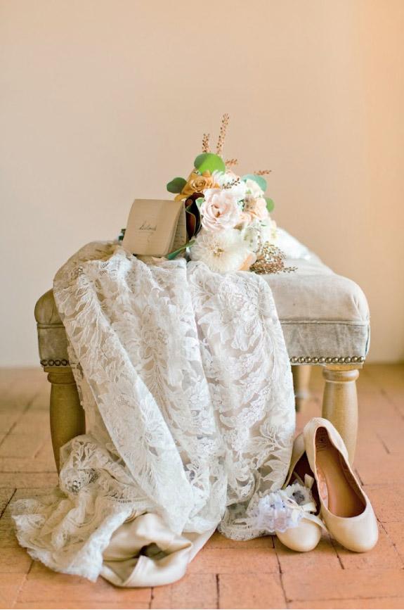 Jesienne dekoracje z koronkami w stylu vintage
