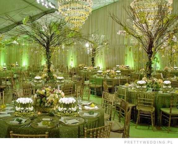 Zielone dekoracje sali weselnej