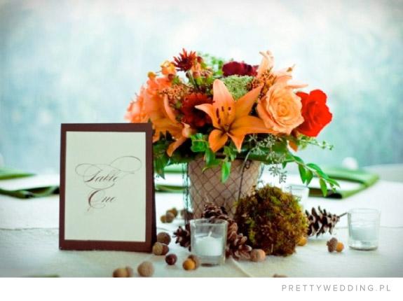 Aranżacja stołów weselnych z żołędziami