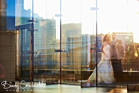 Romantyczne zdjęcia narzeczeńskie