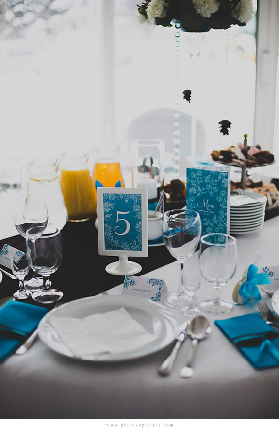 Turkusowe menu i numery stołów