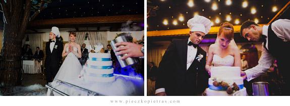 Biało niebieski piętrowy tort weselny