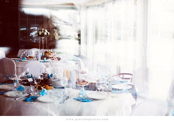 Piękna dekoracja okrągłego stołu