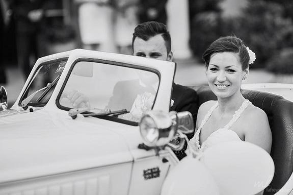 Stary samochód do ślubu