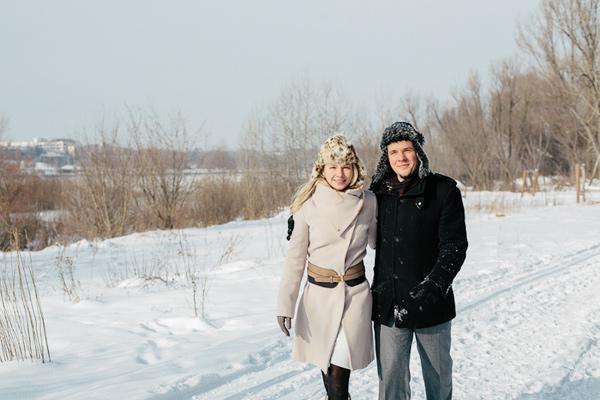 Sesja narzeczeńska w zimowej scenerii