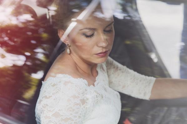 Zdjęcie Pani Młodej w samochodzie