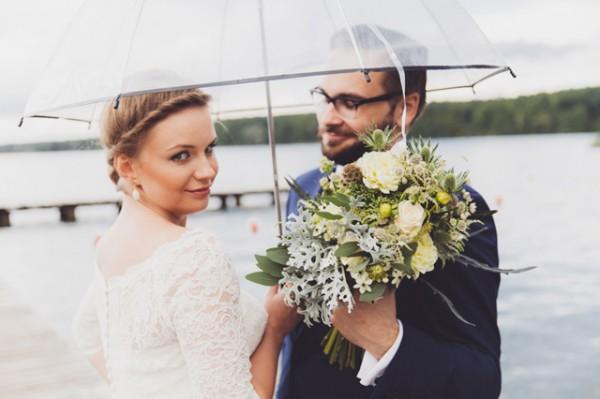 Piękny bukiet ślubny z polnych kwiatów