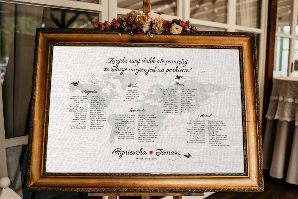 Plan stołów na wesele z motywem mapy